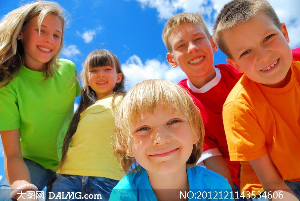 高清摄影大图图片素材人物小女孩小女生可爱外国国外开心笑容儿童小