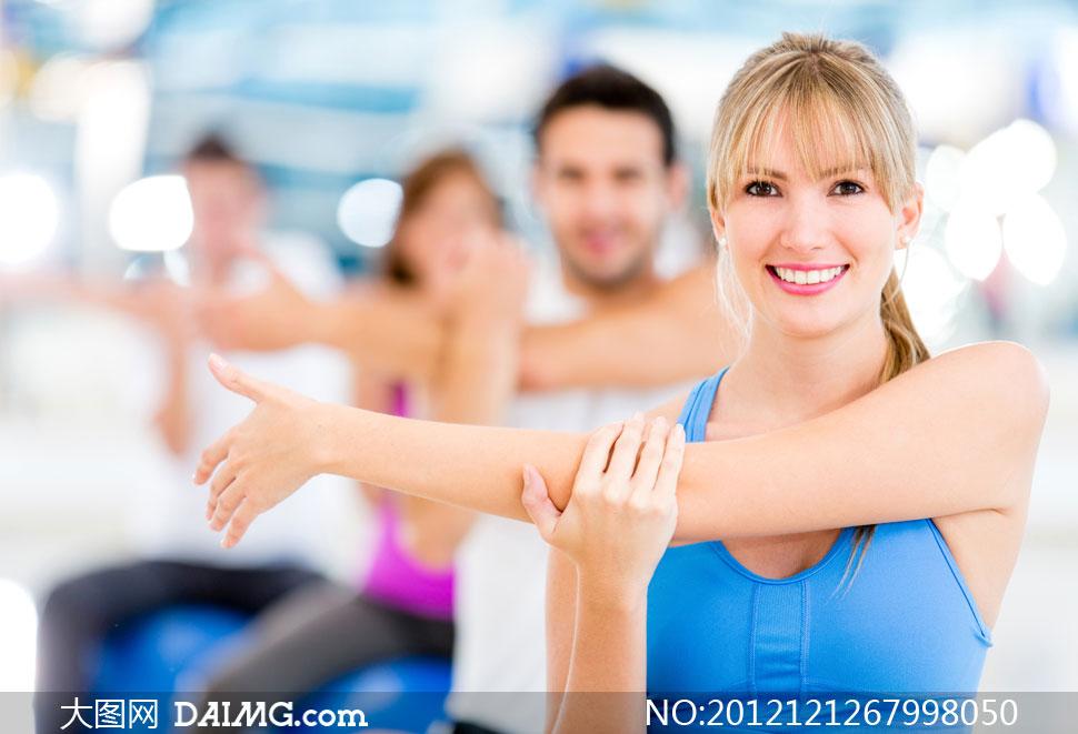 女人女性外国国外马尾辫子运动锻炼健身体育笑容开心