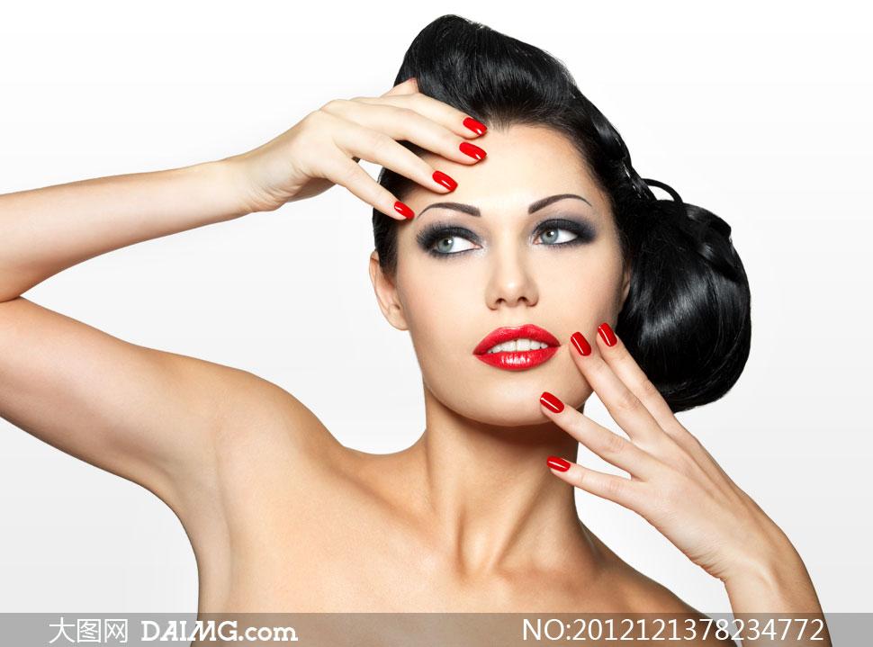 红唇黑发露肩美女人物摄影高清图片