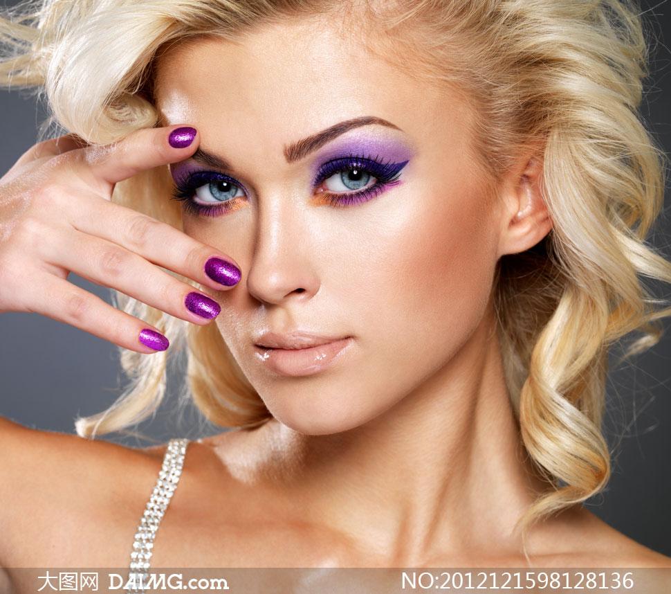 卷发彩妆美女情趣美女摄影金发高清系人物日图片图片