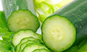 新鲜的黄瓜与切片特写摄影高清图片