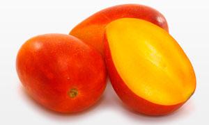 苹果芒的切开效果特写树叶高清图片