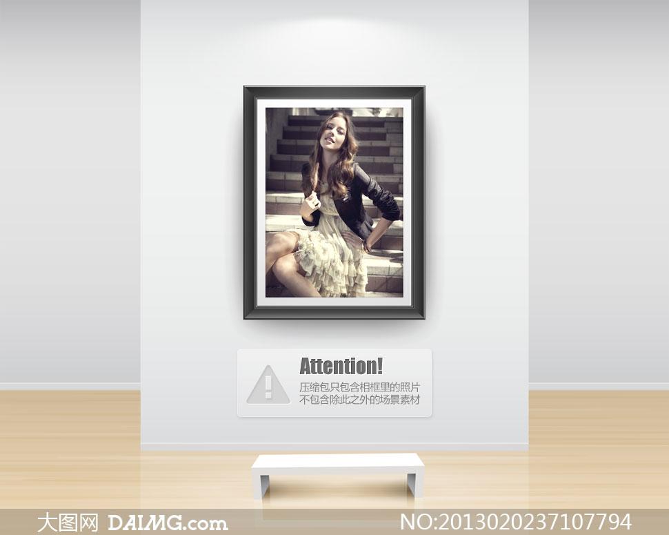 坐在台阶上的长发美女摄影高清图片