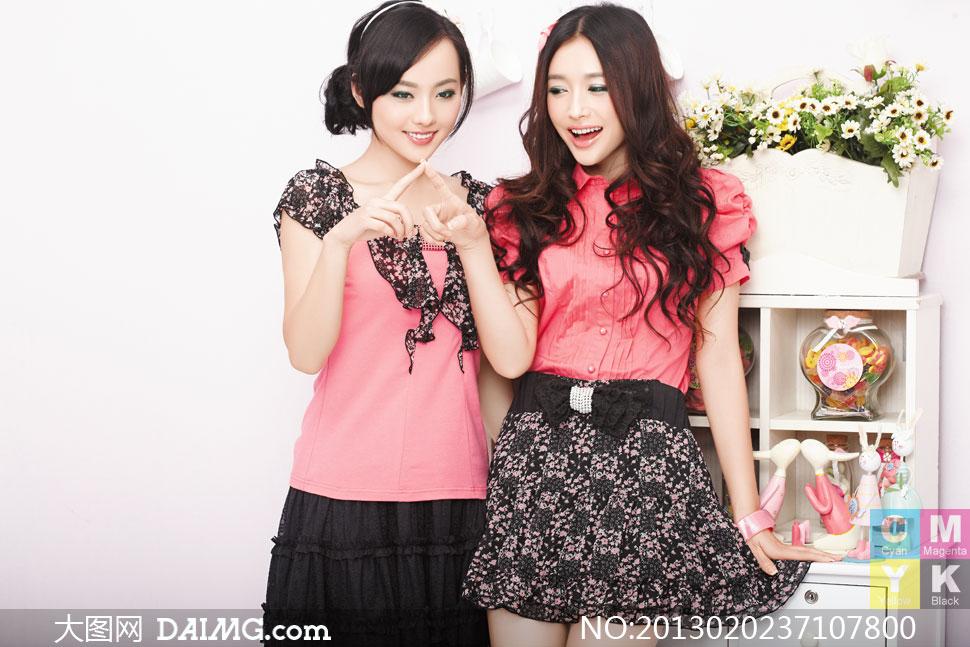 俩淑女装扮的美女人物摄影高清图片