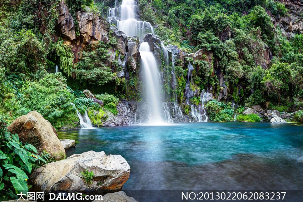 水潭石头瀑布植被风景摄影高清图片