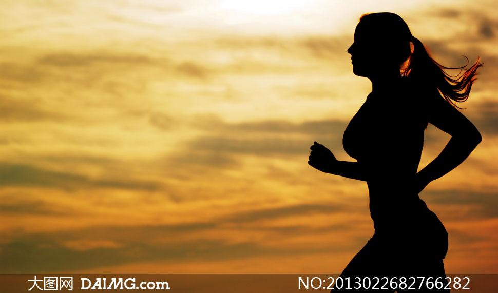在户外长跑锻炼的人物摄影高清图片 - 大图网daimg.com
