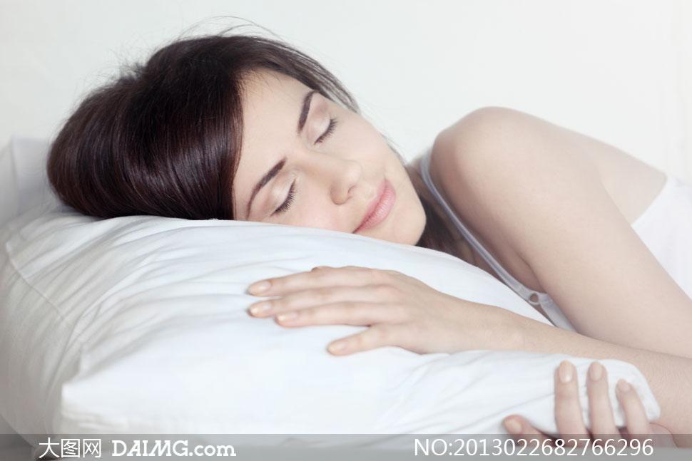 女人美女女性国外外国深度睡眠睡觉吊带枕头白色梦乡