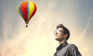 热气球与戴眼镜的男人摄影高清图片