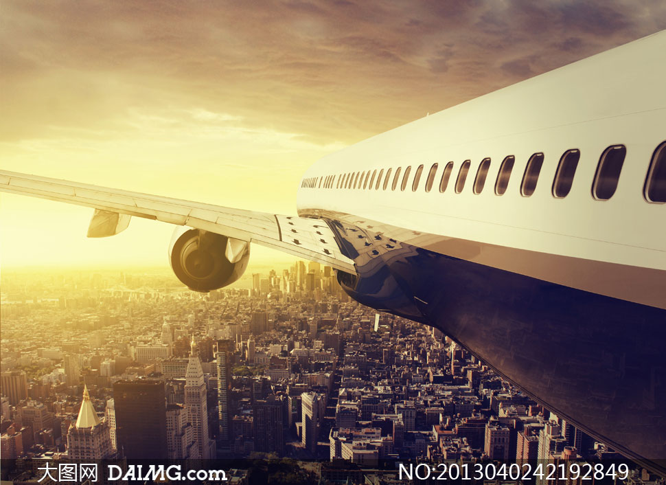 飞行在城市上空的飞机摄影高清图片 - 大图网设计素材