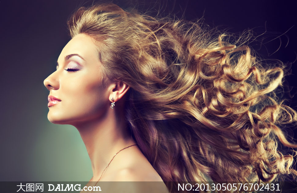 卷发美妆美女人物侧面摄影高清图片 大图网设