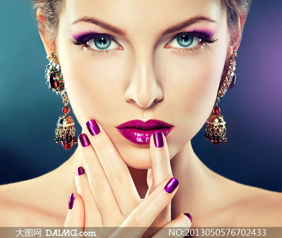浓妆美甲美女人物正面摄影高清图片
