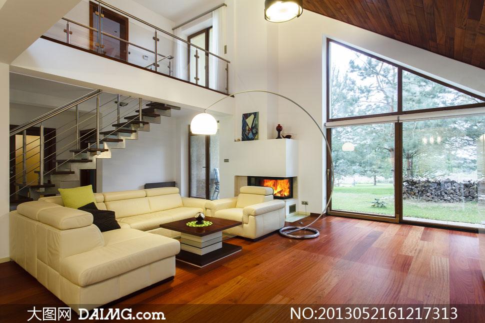 别墅客厅沙发与落地灯摄影高清图片