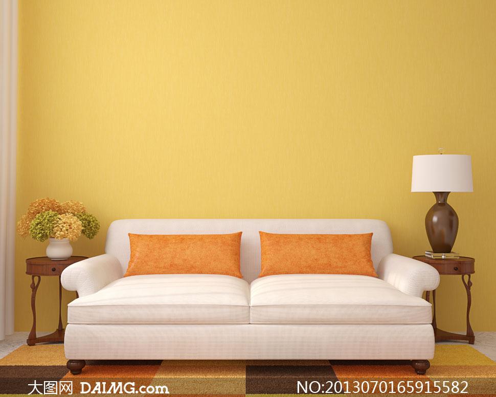 靠墻放著的沙發家具等攝影高清圖片