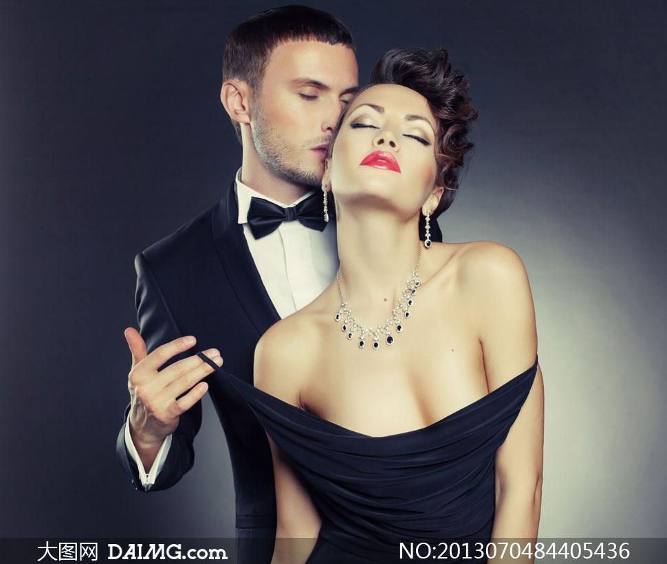 亲吻露肩装美女的男人摄影高清图片