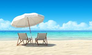 塞纳河边的沙滩上撑起遮阳伞