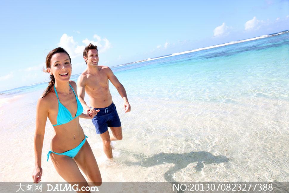 夏天在海边的情侣人物摄影高清图片