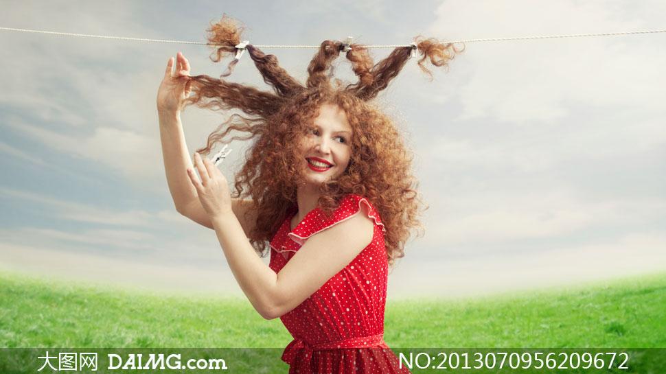 头发绑在绳子上的美女摄影高清图片