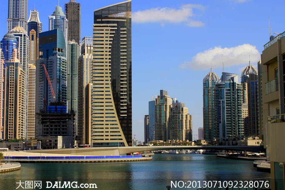 蓝天白云与迪拜建筑物摄影高清图片