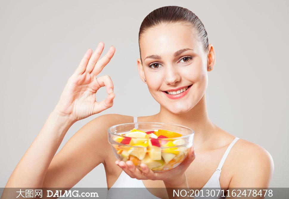 关键词: 高清摄影大图图片素材人物美女模特健身减肥瘦身健康开心笑容