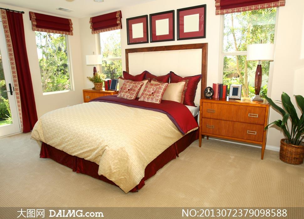 摆设陈列房间欧式床头柜柜子植物什物台灯画框窗户枕头帘子卧房相框