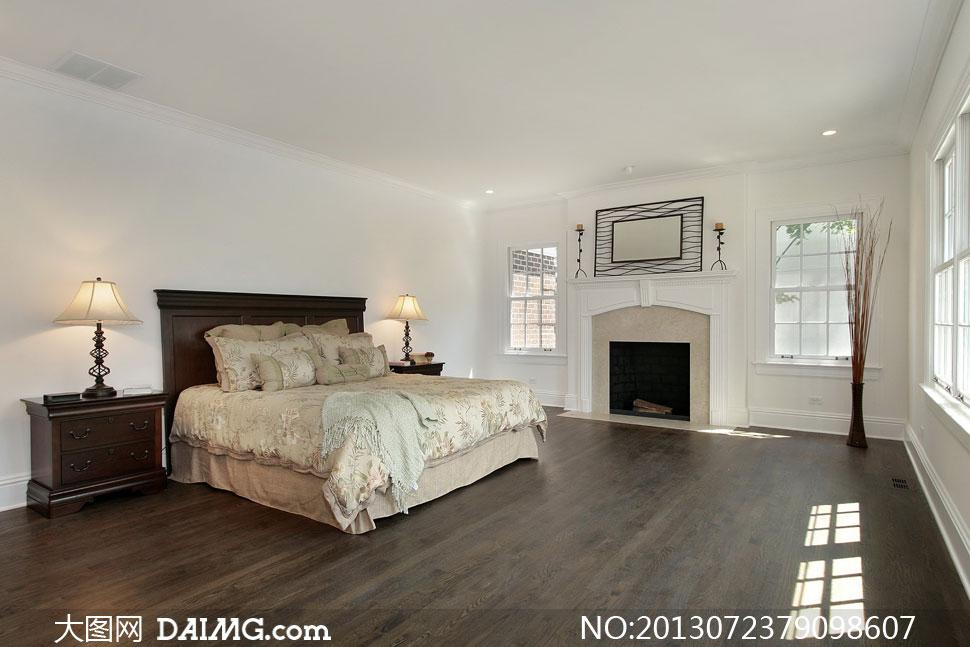 复古风格卧室装修; 卧室里的干枝装饰品等摄影高清