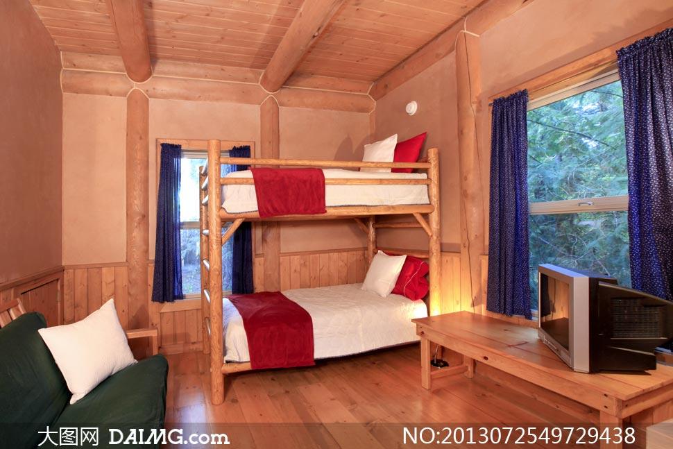 木結構房子里的床鋪等攝影高清圖片
