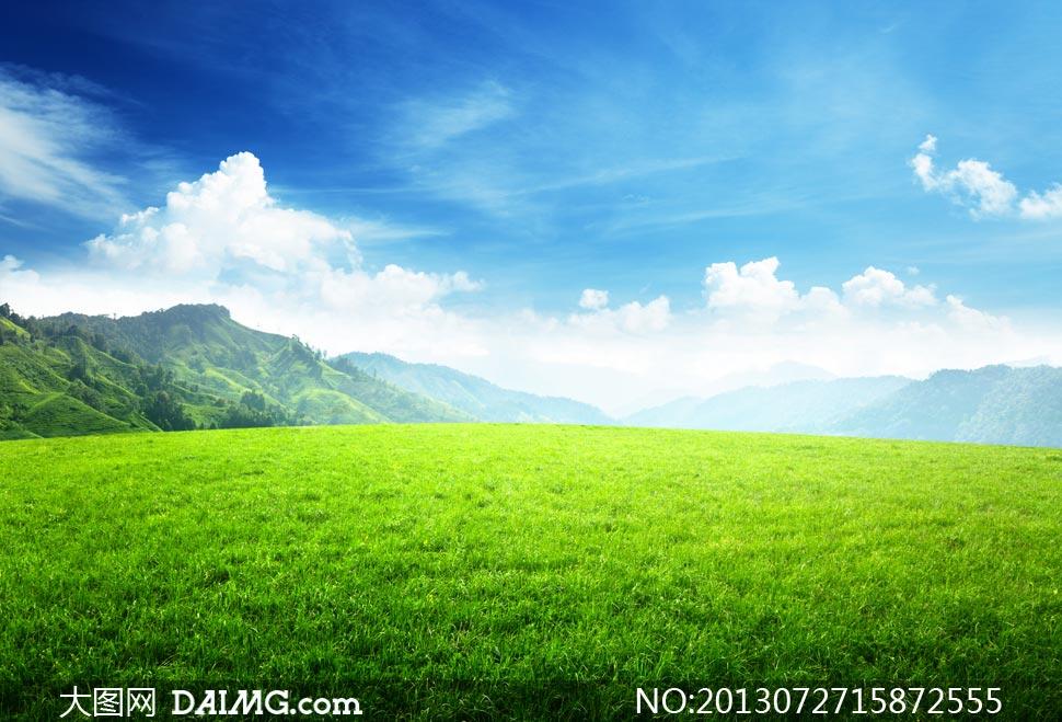 藍天白云大山草地風景攝影高清圖片