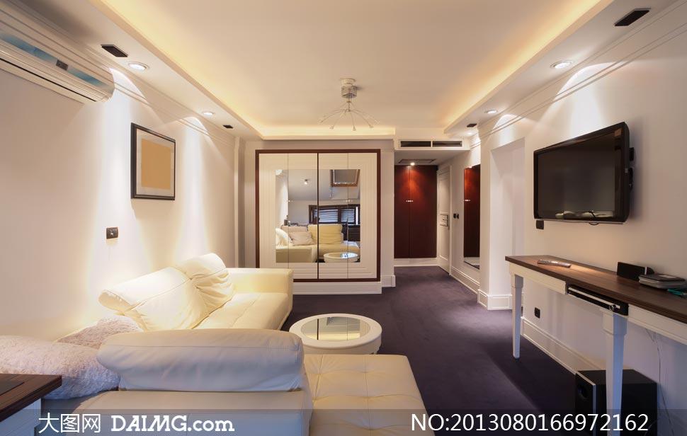 客廳沙發家具與電視機攝影高清圖片