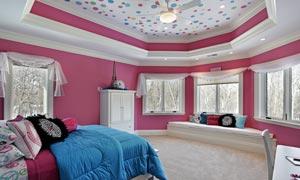 卧室床上用品与柜子等摄影高清图片