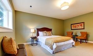 房间里的灯具大床家具摄影高清图片