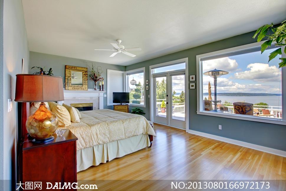 海邊的景觀房臥室內景攝影高清圖片