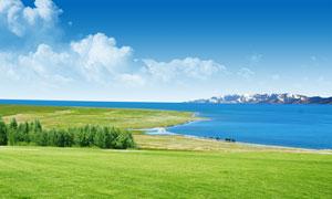 蓝天下的湖泊草地PSD分层素材