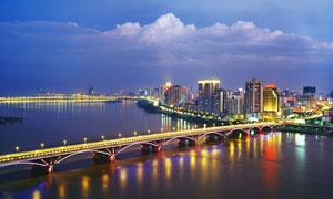 美丽的城市夜景和大桥摄影图片