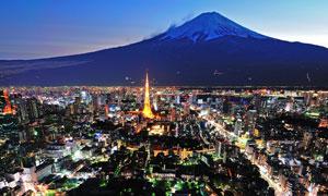 日本富士山下城市夜景摄影图片