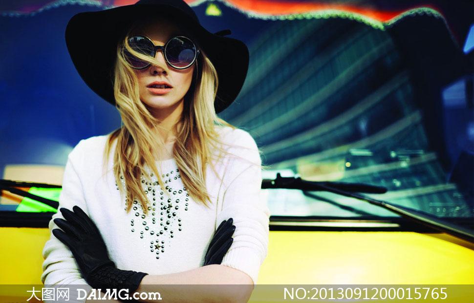 森马服装美女模特高清晰摄影图片图片
