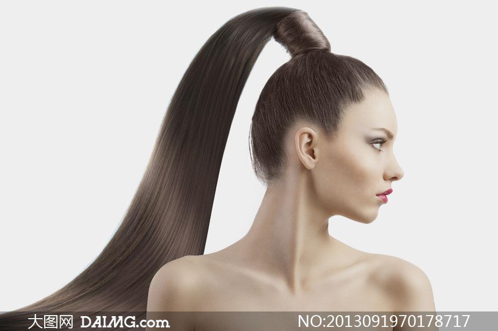 头发绑起来的露肩美女摄影高清图片