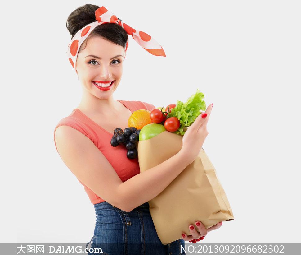 模特女人女性发型蝴蝶结丝巾笑容开心粉色红色美甲蔬菜水果葡萄番茄