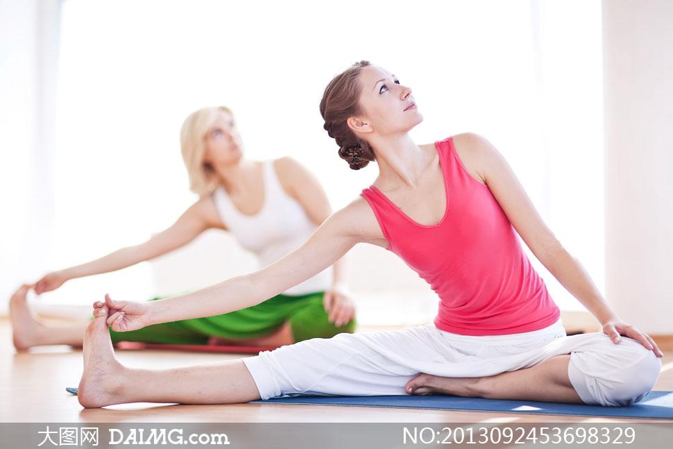 瑜伽美女动作姿势示范摄影高清图片