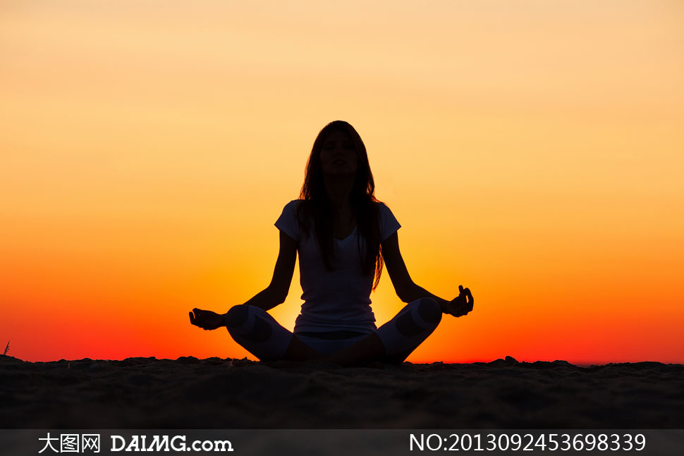 高清摄影大图图片素材人物美女女人女性健身运动户外瑜伽静坐打坐剪影