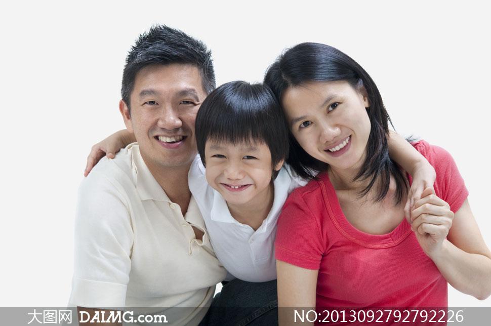 在一起的三口之家人物摄影高清图片