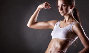 展示健身成果的女汉子摄影高清图片