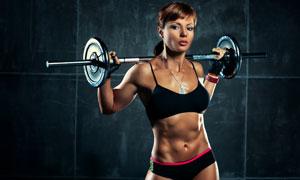 杠铃放在肩上的肌肉女摄影高清图片