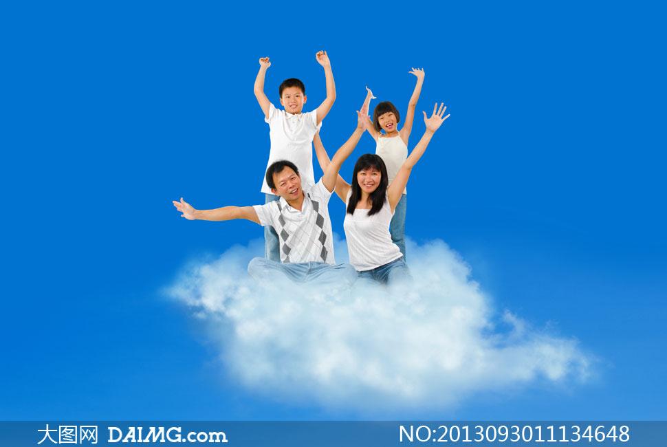 云朵上的四口之家创意设计高清图片