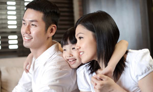 开心的一家人近景特写摄影高清图片