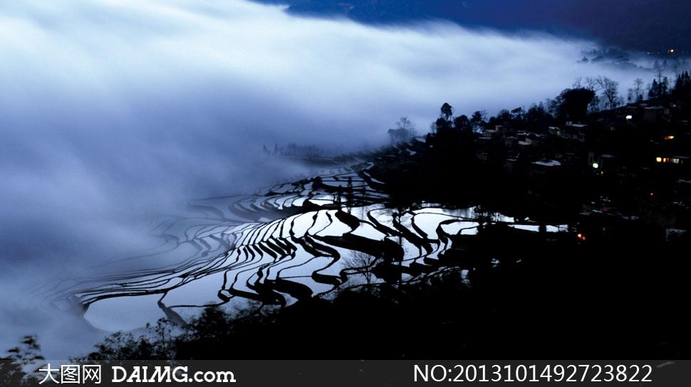 关键词: 高清大图摄影素材图片旅游自然风景风光云南烟雾云雾梯田