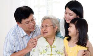 与长辈在一起的一家人摄影高清图片