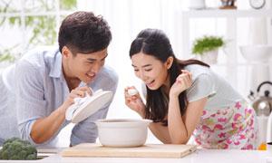 品尝美味汤的夫妇人物摄影高清图片