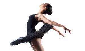 在做飞翔姿势的芭蕾舞美女摄影图片