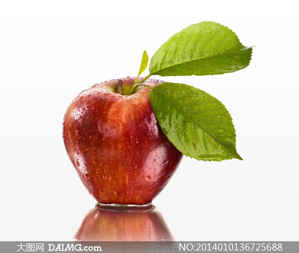 带着两片绿叶的红苹果使用高清图片