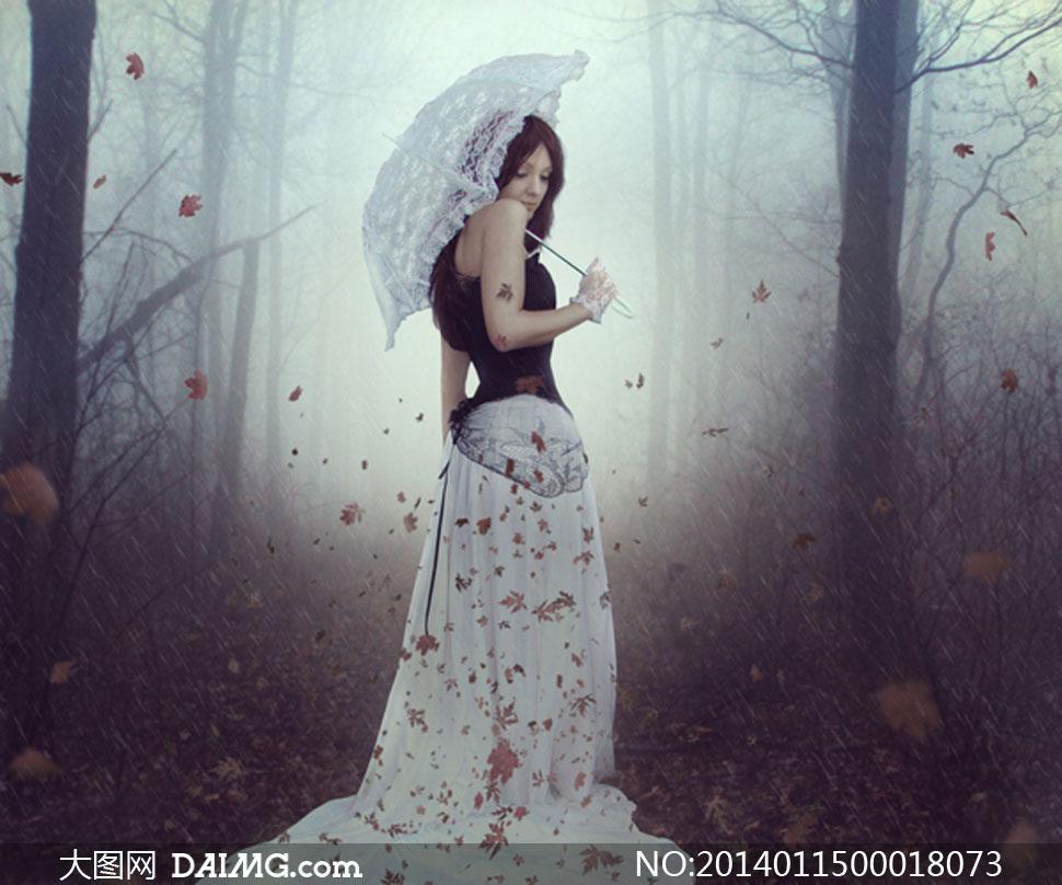 合成在森林里面拿伞的美女PS教程素材